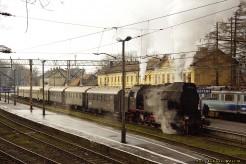 Zimowy pociąg retro z Zakopanego.